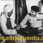 Comores 78 - Le Colonel avec un Moilimou, un vieux sage