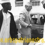 Comores 78 - Le Colonel se rend a la grande mosquee de Moroni